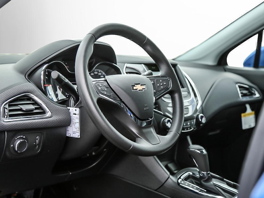 2019 Chevrolet Cruze LT in Dollard-des-Ormeaux, Quebec - 30 - w1024h768px
