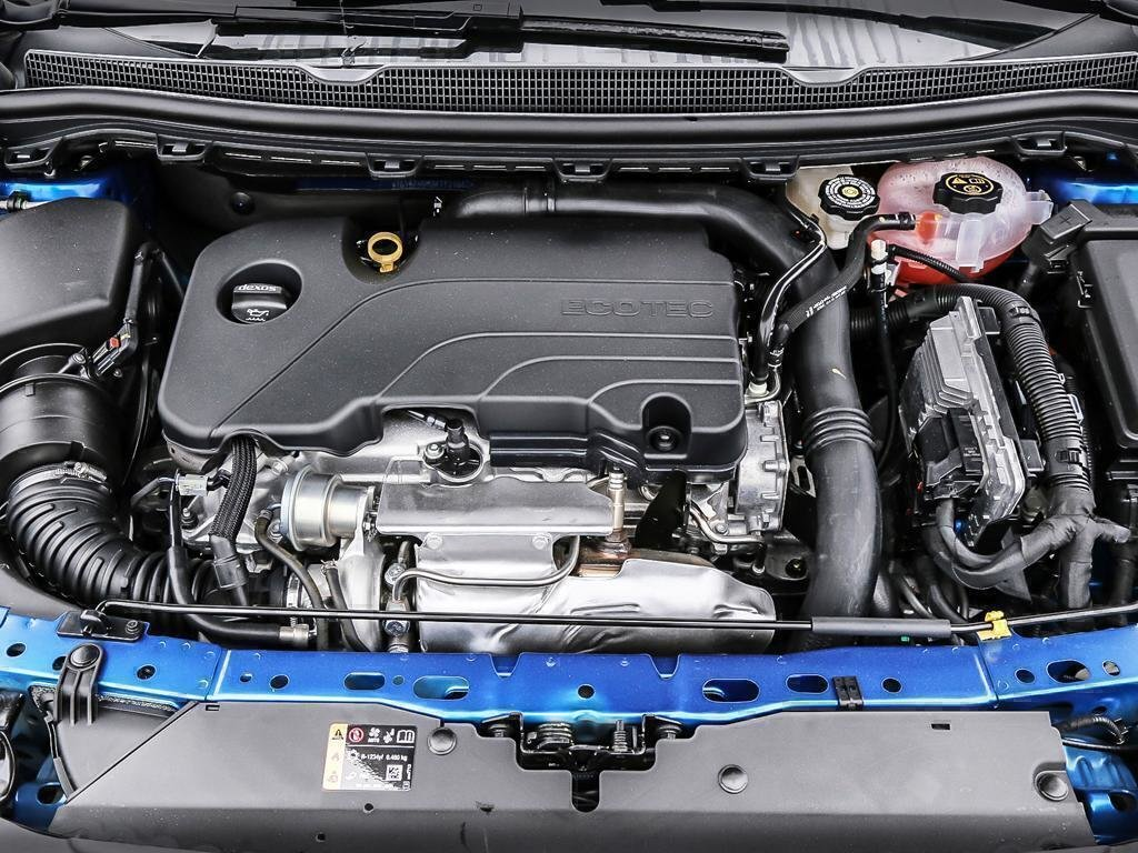 2019 Chevrolet Cruze LT in Dollard-des-Ormeaux, Quebec - 7 - w1024h768px