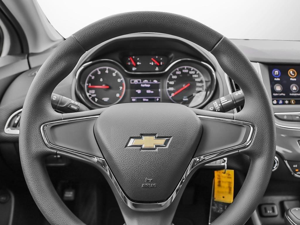 2019 Chevrolet Cruze LS in Dollard-des-Ormeaux, Quebec - 13 - w1024h768px