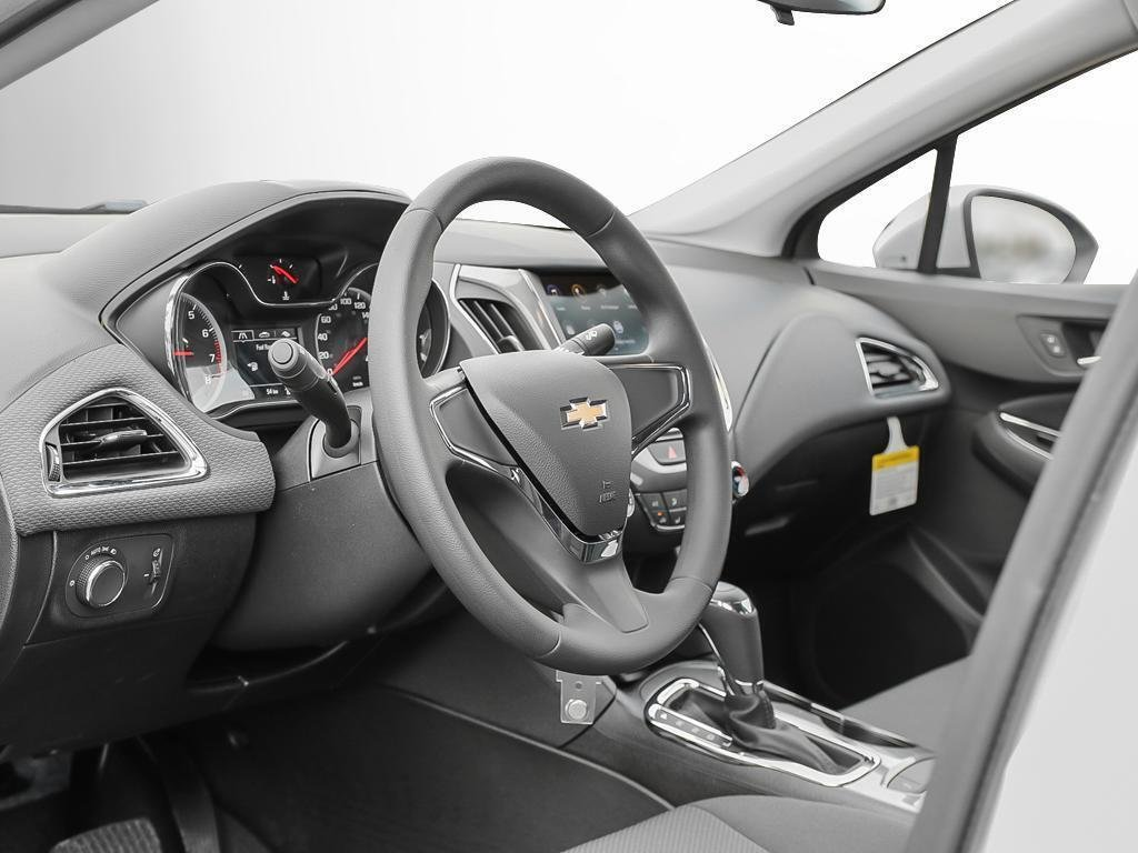 2019 Chevrolet Cruze LS in Dollard-des-Ormeaux, Quebec - 12 - w1024h768px