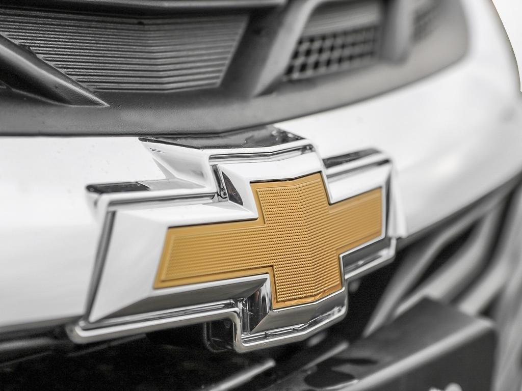 2019 Chevrolet Cruze LS in Dollard-des-Ormeaux, Quebec - 9 - w1024h768px