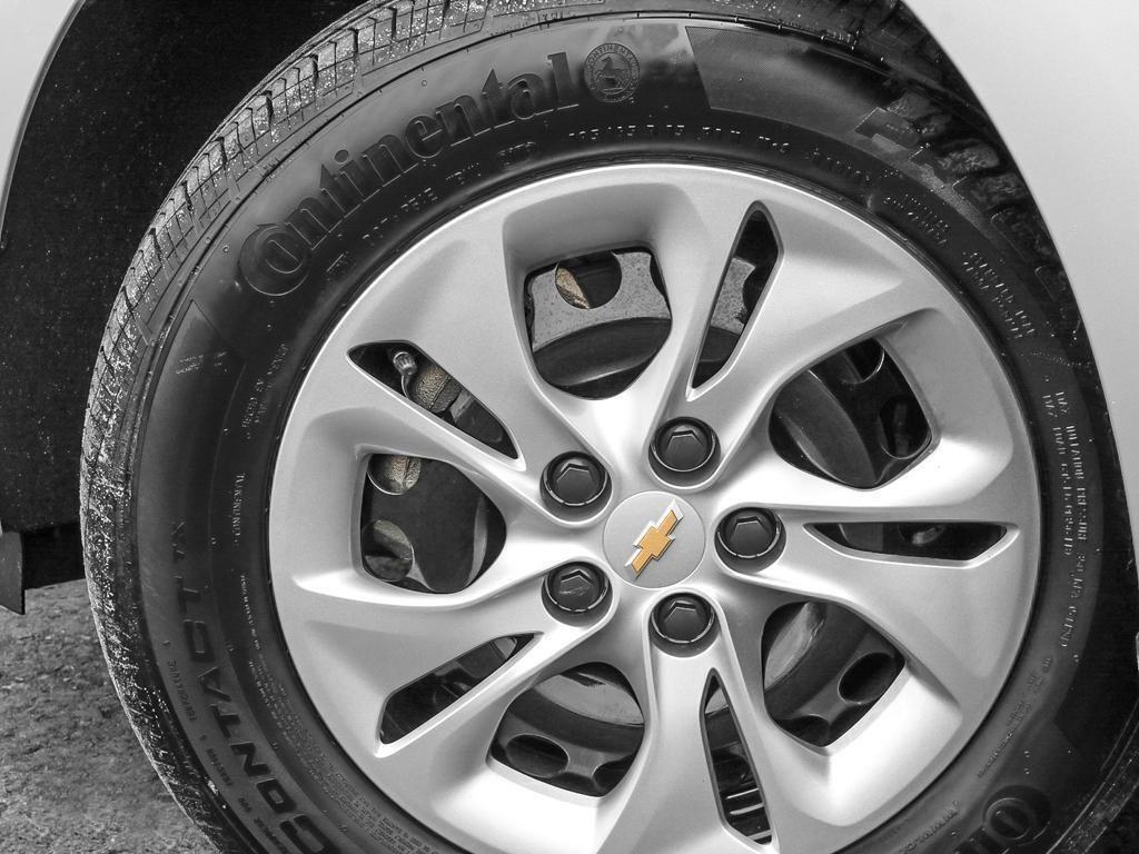 2019 Chevrolet Cruze LS in Dollard-des-Ormeaux, Quebec - 8 - w1024h768px