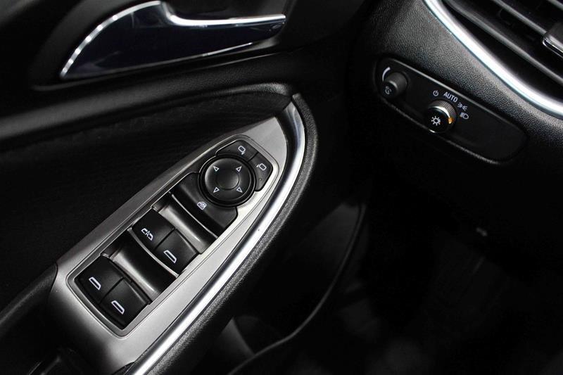 2018 Chevrolet Malibu LT in Regina, Saskatchewan - 4 - w1024h768px