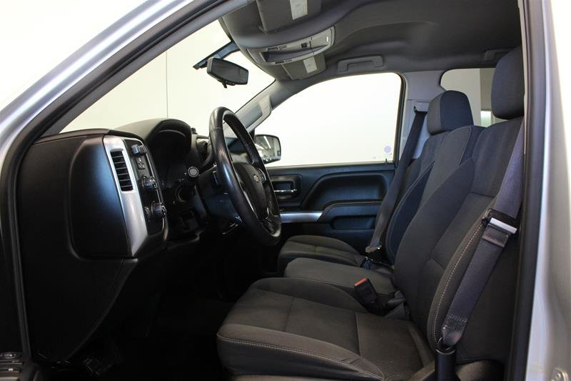 2017 Chevrolet Silverado 1500 Crew 4x4 LT / Short Box in Regina, Saskatchewan - 7 - w1024h768px