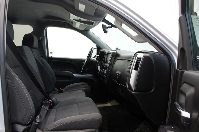 2017 Chevrolet Silverado 1500 Crew 4x4 LT / Short Box in Regina, Saskatchewan - 15 - w1024h768px