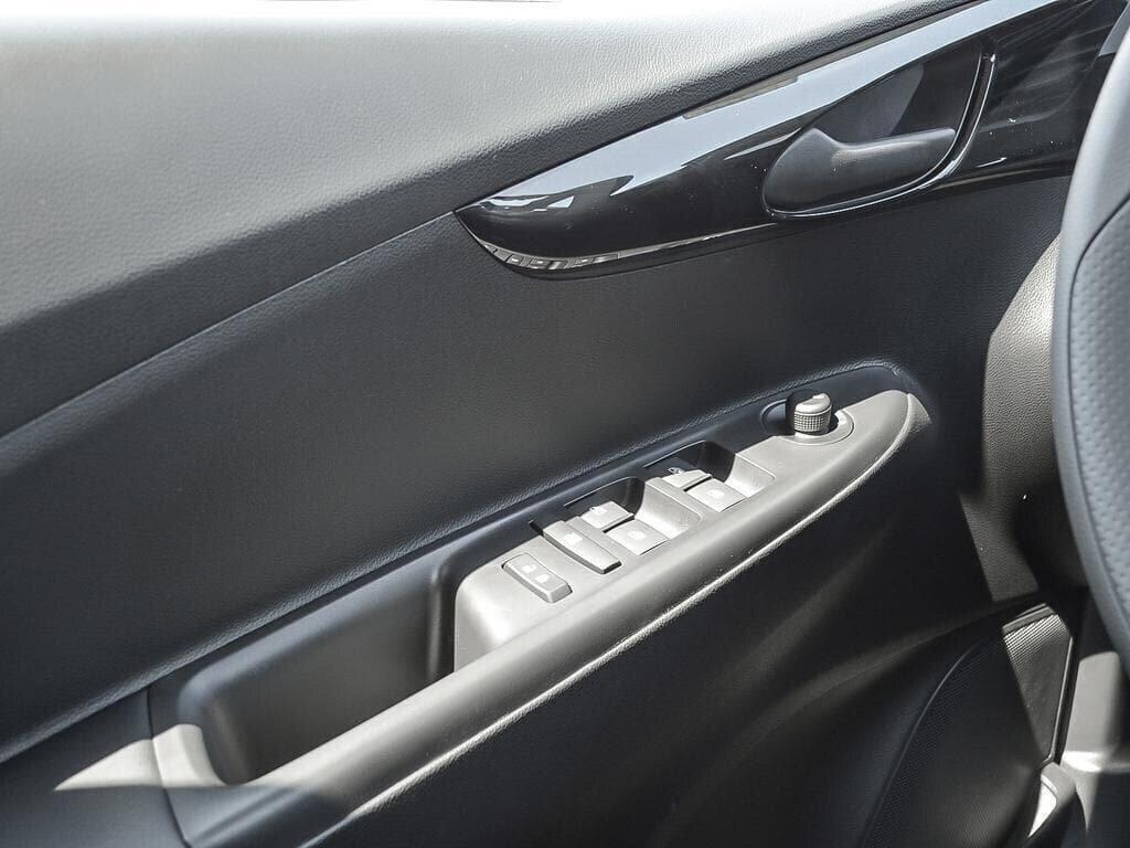 2019 Chevrolet Spark LT in Dollard-des-Ormeaux, Quebec - 16 - w1024h768px
