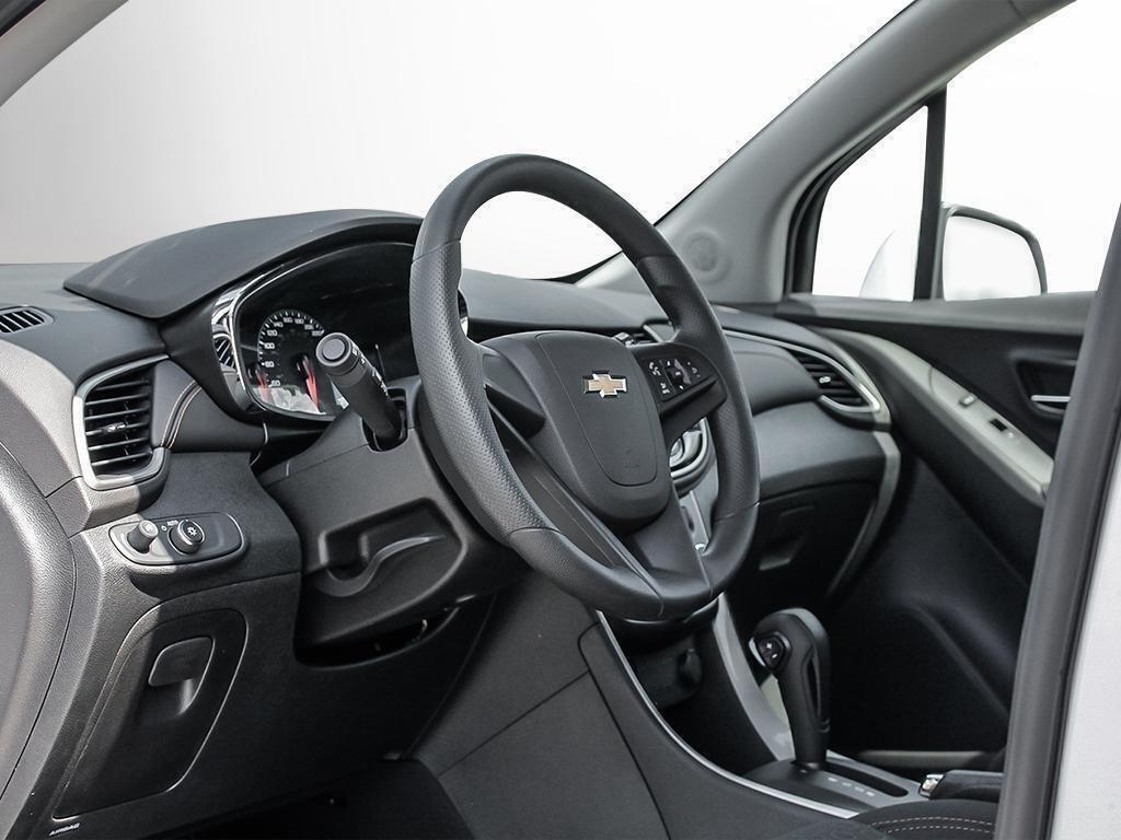 2019 Chevrolet Trax LS in Dollard-des-Ormeaux, Quebec - 12 - w1024h768px