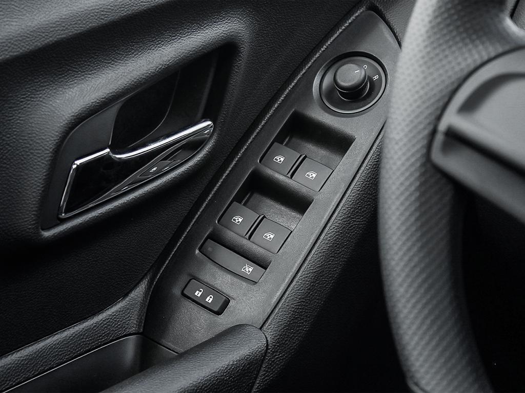 2019 Chevrolet Trax LS in Dollard-des-Ormeaux, Quebec - 16 - w1024h768px