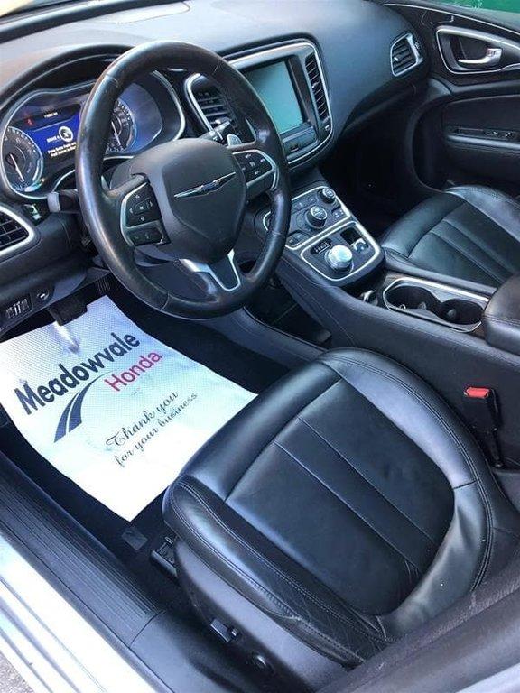 2015 Chrysler 200 C in Mississauga, Ontario - 19 - w1024h768px