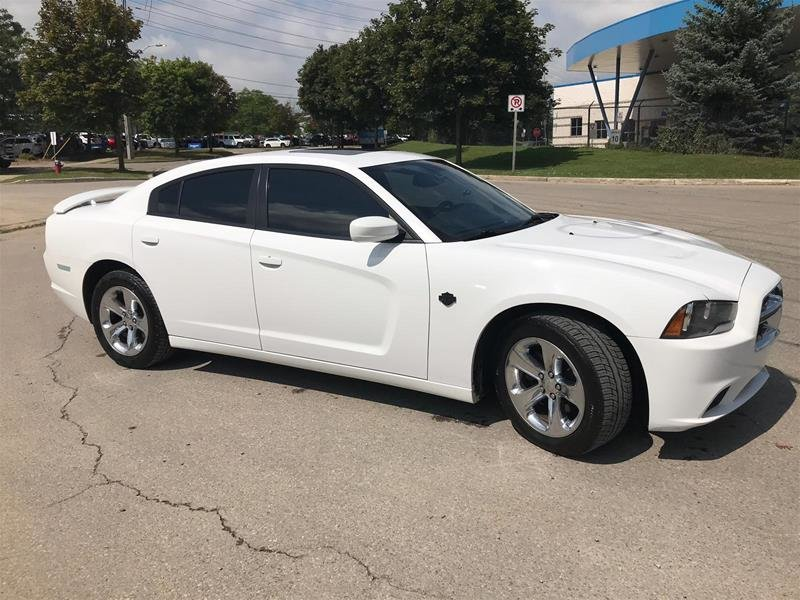 2012 Dodge Charger SXT Sedan in Mississauga, Ontario - 5 - w1024h768px