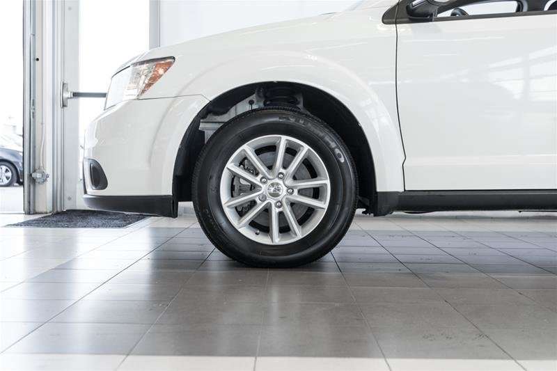 2014 Dodge Journey SXT / Limited in Langley, British Columbia - 8 - w1024h768px
