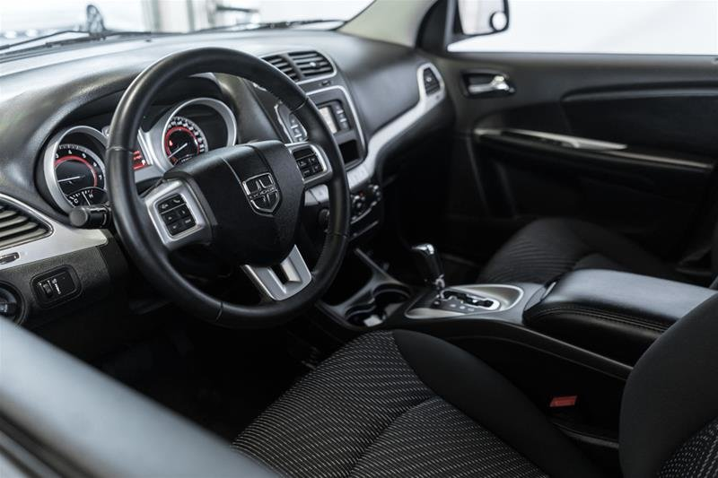 2014 Dodge Journey SXT / Limited in Langley, British Columbia - 10 - w1024h768px