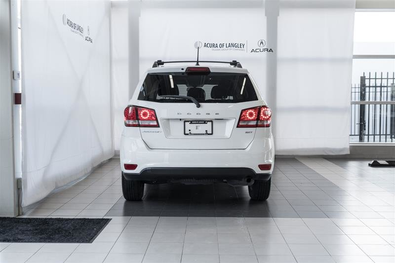 2014 Dodge Journey SXT / Limited in Langley, British Columbia - 5 - w1024h768px