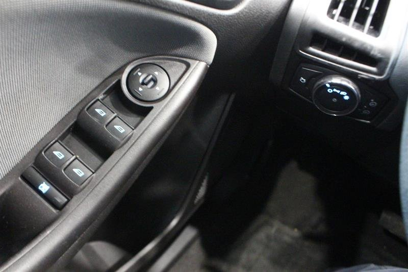 2013 Ford Focus SE 4D Sedan in Regina, Saskatchewan - 2 - w1024h768px
