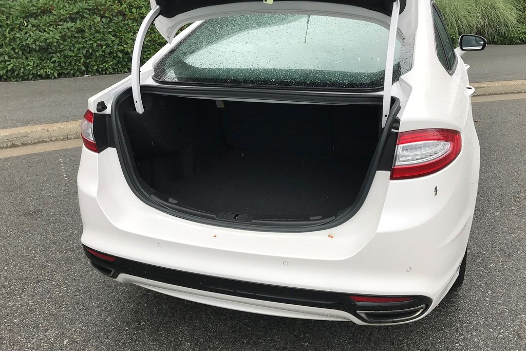 2015 Ford Fusion Titanium in North Vancouver, British Columbia - 11 - w1024h768px