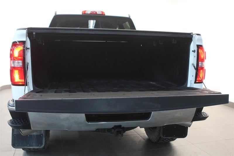 2015 GMC Sierra 1500 Crew 4x4 SLT Lift and Wheel Package! EZ Tailgate in Regina, Saskatchewan - 17 - w1024h768px