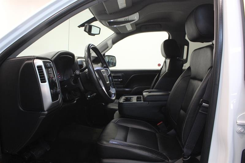 2015 GMC Sierra 1500 Crew 4x4 SLT Lift and Wheel Package! EZ Tailgate in Regina, Saskatchewan - 10 - w1024h768px