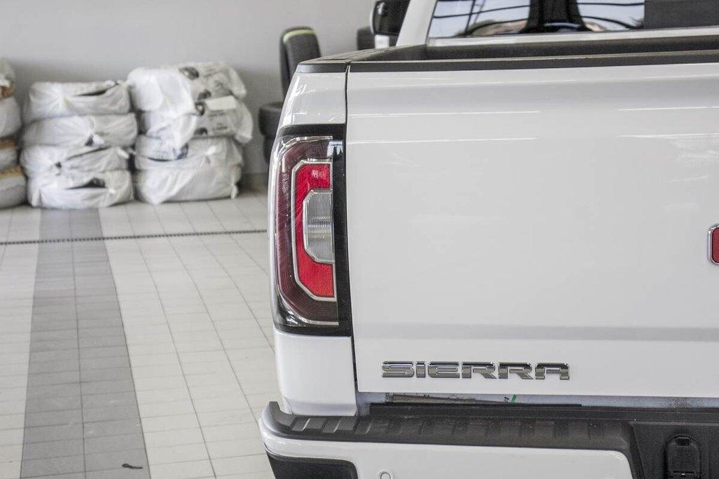 2018 GMC Sierra 1500 SLT **CREWCAB ** AWD ** TOIT ** in Dollard-des-Ormeaux, Quebec - 32 - w1024h768px