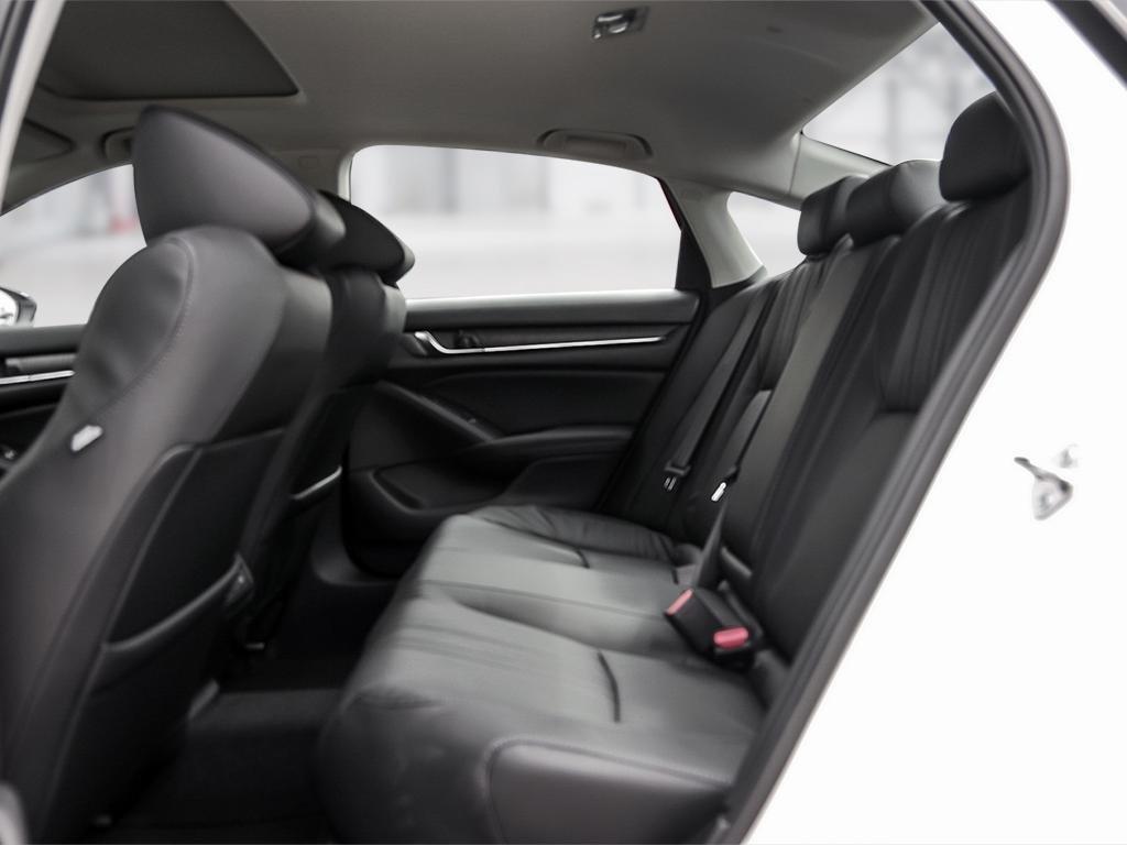 2019 Honda Accord Hybrid Sedan Touring in Mississauga, Ontario - 21 - w1024h768px
