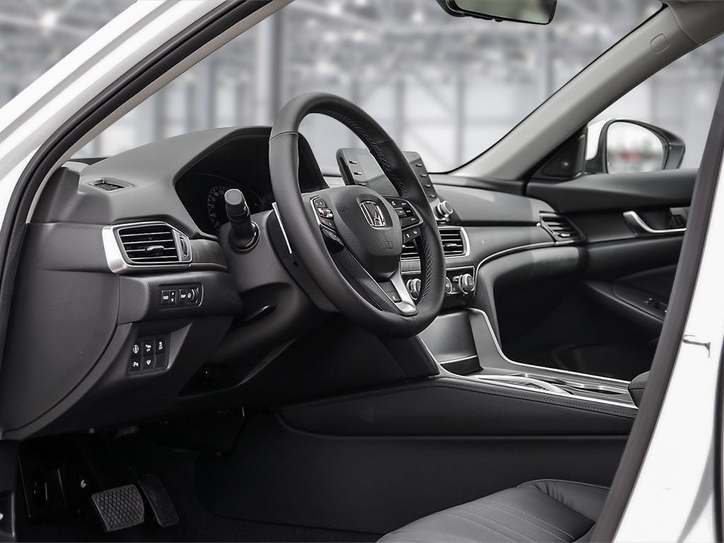 2019 Honda Accord Hybrid Sedan Touring in Mississauga, Ontario - 12 - w1024h768px