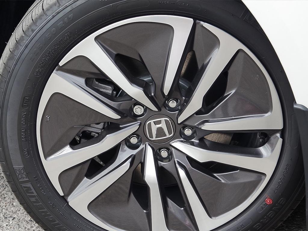 2019 Honda Accord Hybrid Sedan Touring in Mississauga, Ontario - 8 - w1024h768px