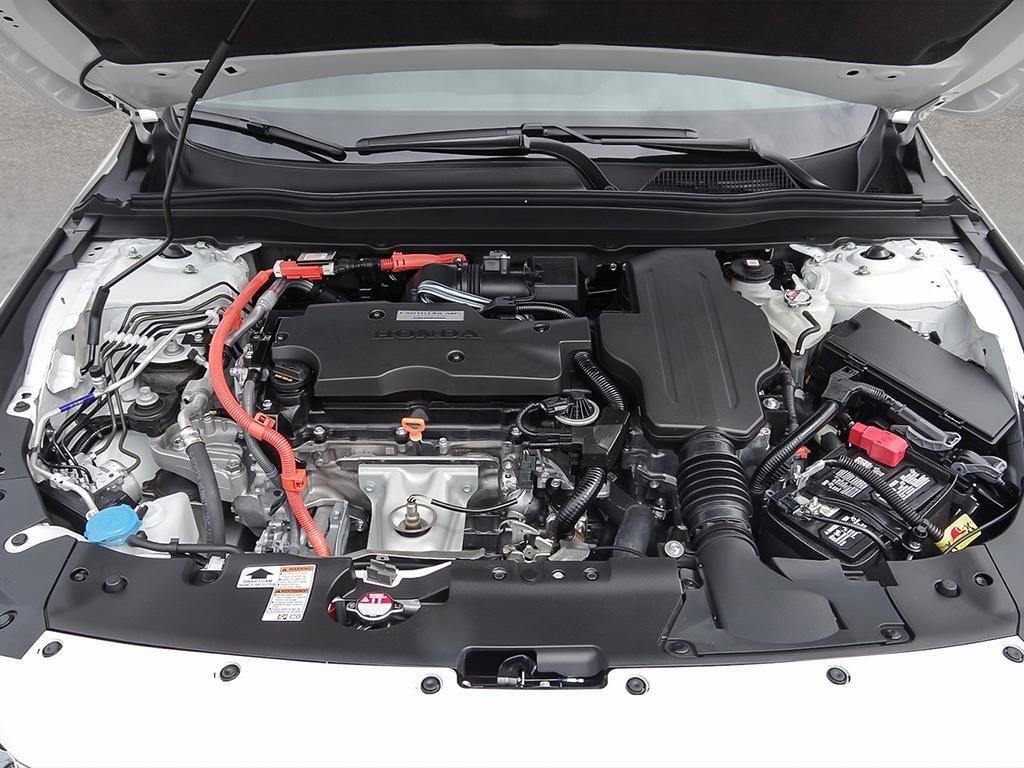 2019 Honda Accord Hybrid Sedan Touring in Mississauga, Ontario - 6 - w1024h768px