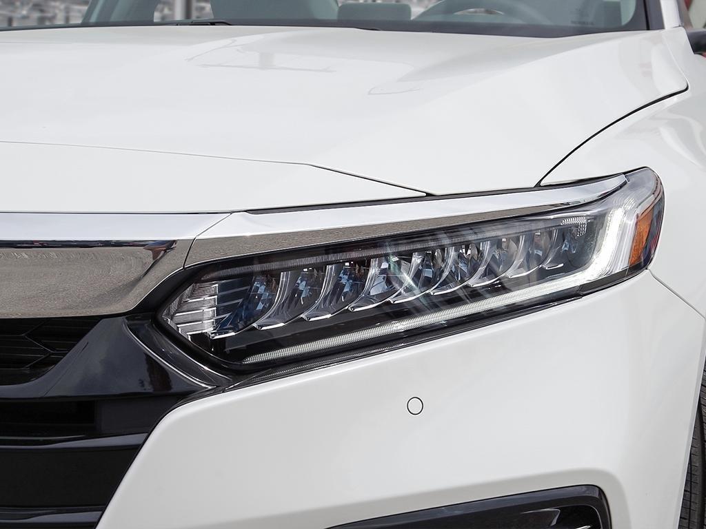 2019 Honda Accord Hybrid Sedan Touring in Mississauga, Ontario - 10 - w1024h768px