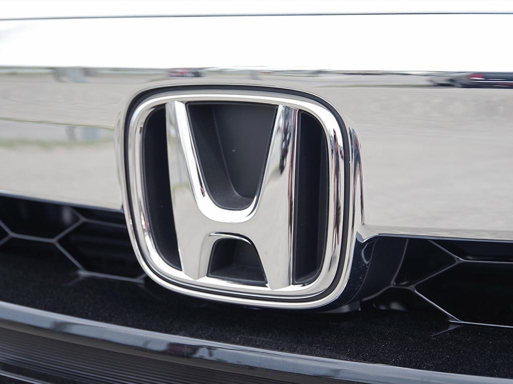 2019 Honda Accord Hybrid Sedan Touring in Mississauga, Ontario - 9 - w1024h768px