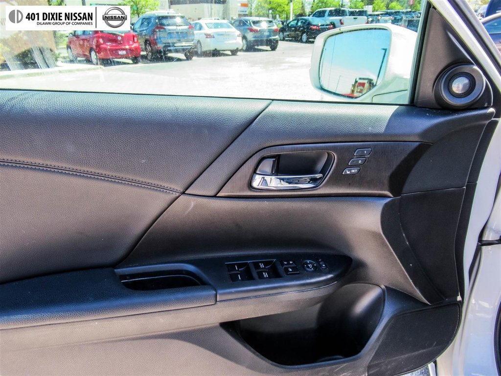 2015 Honda Accord Sedan L4 Touring CVT in Mississauga, Ontario - 8 - w1024h768px