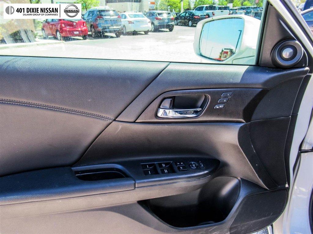 2015 Honda Accord Sedan L4 Touring CVT in Mississauga, Ontario - 32 - w1024h768px