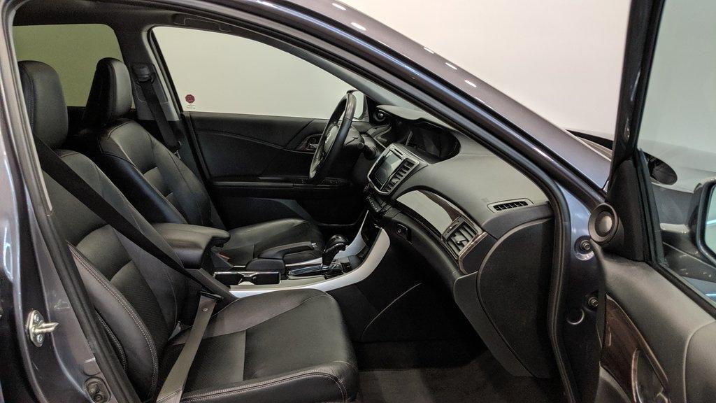 2016 Honda Accord Sedan L4 Touring CVT in Regina, Saskatchewan - 18 - w1024h768px