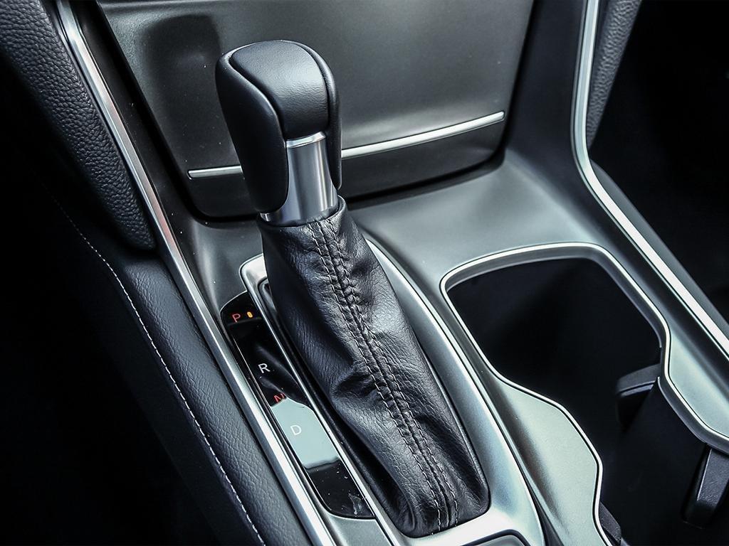 2019 Honda Accord Sedan Touring CVT in Mississauga, Ontario - 17 - w1024h768px