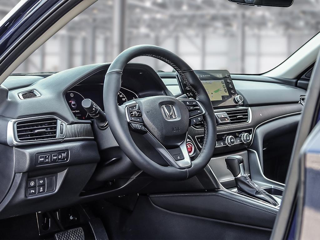 2019 Honda Accord Sedan Touring CVT in Mississauga, Ontario - 12 - w1024h768px