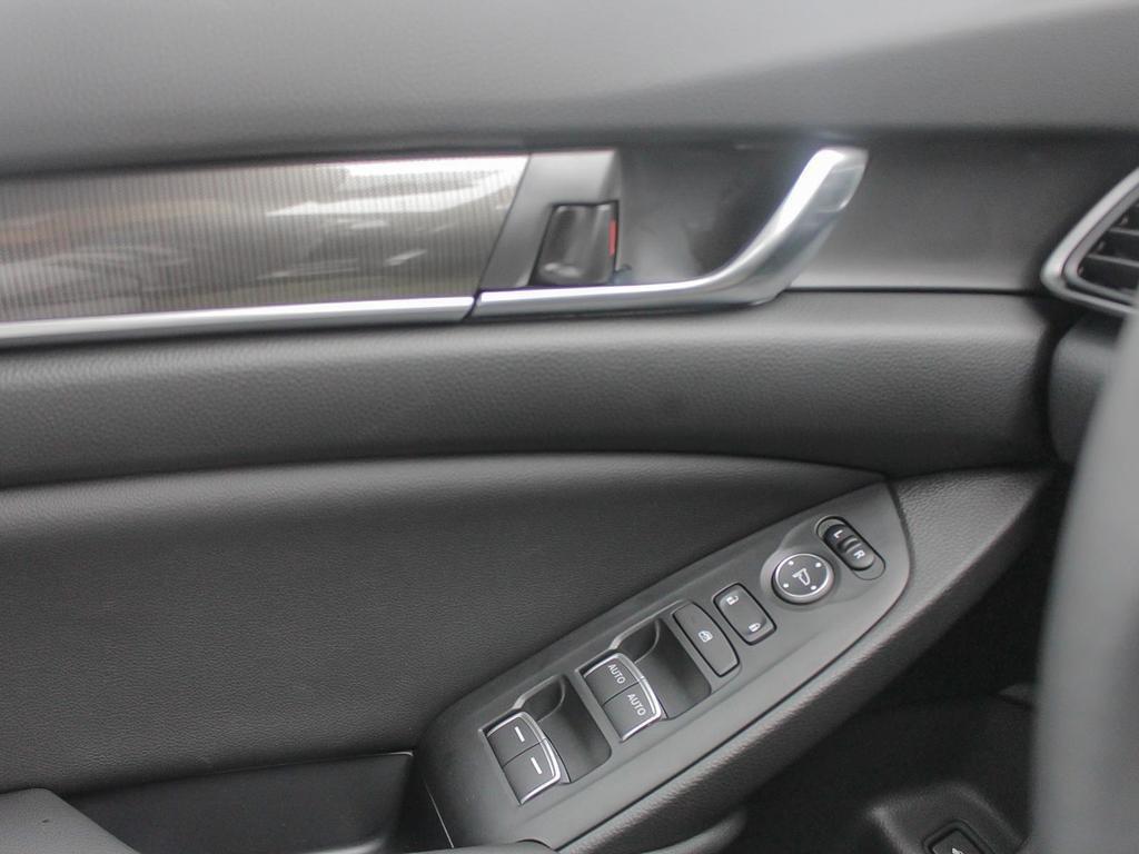 2019 Honda Accord Sedan Sport CVT in Mississauga, Ontario - 16 - w1024h768px