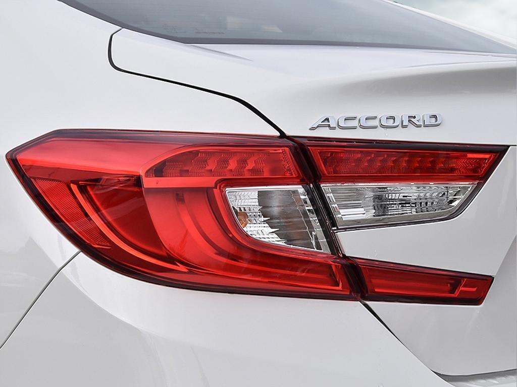 2019 Honda Accord Sedan 2.0 Touring 10AT in Markham, Ontario - 11 - w1024h768px