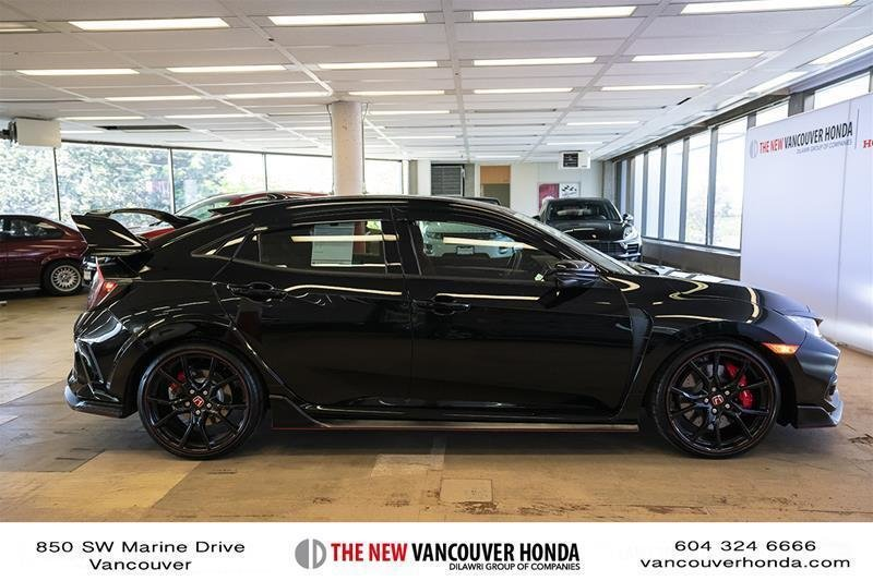 2017 Honda Civic Hatchback Type R 6MT in Vancouver, British Columbia - 27 - w1024h768px