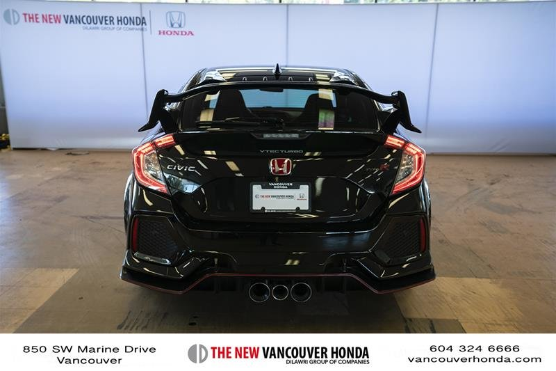 2017 Honda Civic Hatchback Type R 6MT in Vancouver, British Columbia - 7 - w1024h768px
