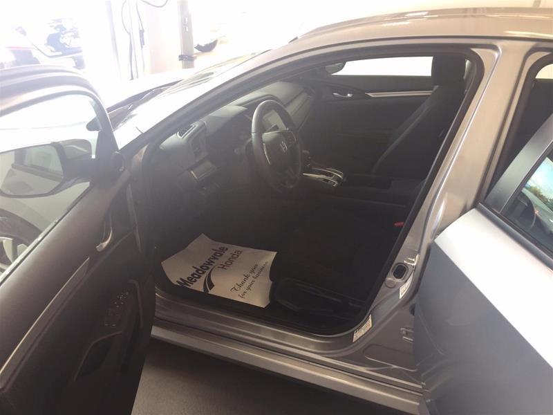 2018 Honda Civic Sedan LX CVT in Mississauga, Ontario - 9 - w1024h768px