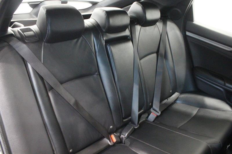 2019 Honda Civic Hatchback Touring MT in Regina, Saskatchewan - 13 - w1024h768px