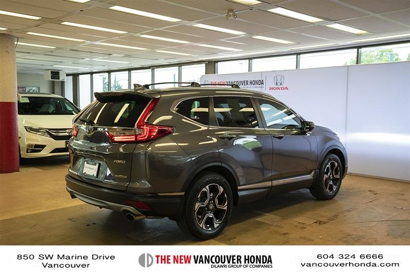 2017 Honda CR-V Touring AWD in Vancouver, British Columbia - 5 - w1024h768px