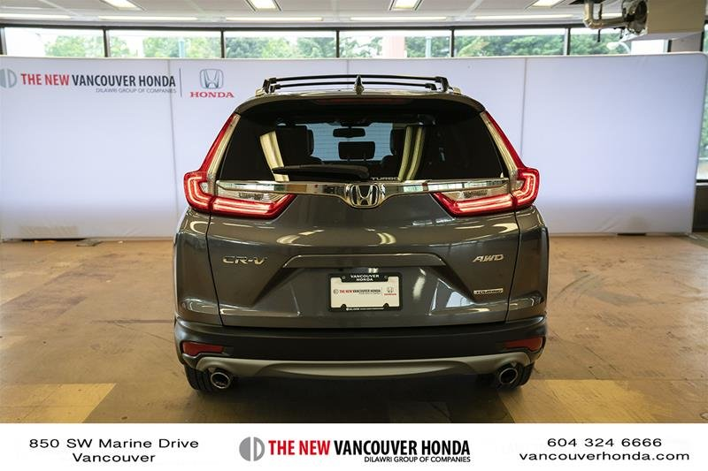 2017 Honda CR-V Touring AWD in Vancouver, British Columbia - 6 - w1024h768px