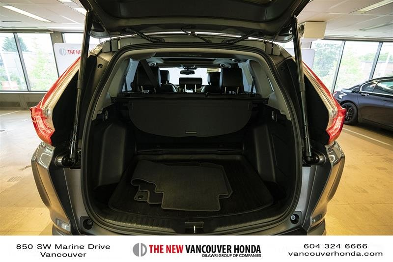 2017 Honda CR-V Touring AWD in Vancouver, British Columbia - 19 - w1024h768px