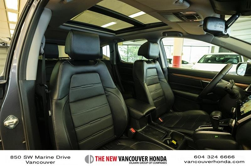 2017 Honda CR-V Touring AWD in Vancouver, British Columbia - 17 - w1024h768px