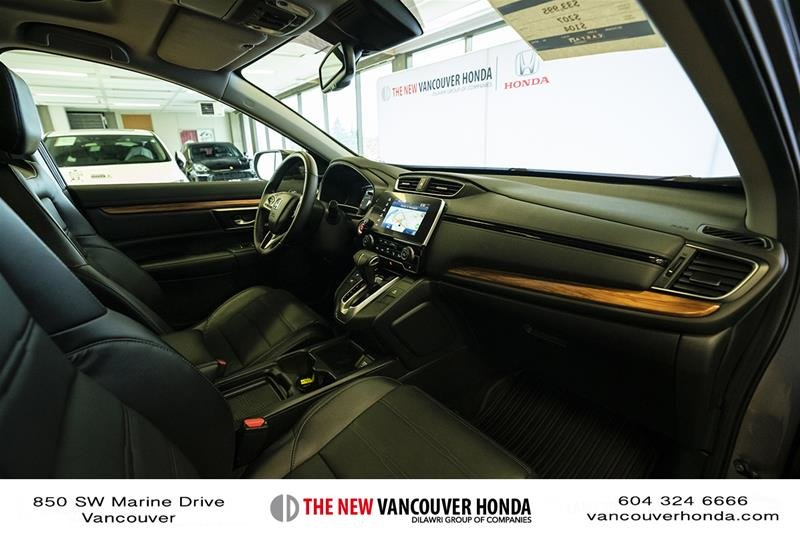 2017 Honda CR-V Touring AWD in Vancouver, British Columbia - 15 - w1024h768px