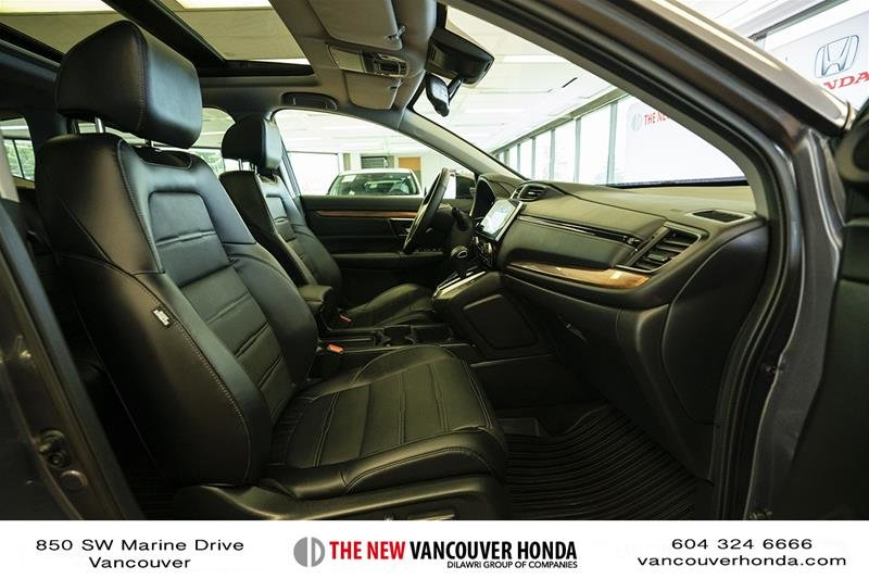2017 Honda CR-V Touring AWD in Vancouver, British Columbia - 16 - w1024h768px