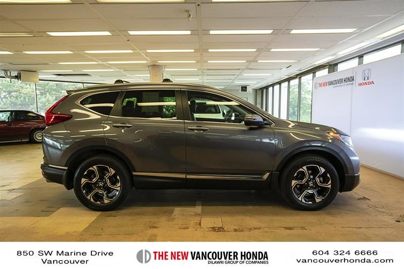 2017 Honda CR-V Touring AWD in Vancouver, British Columbia - 4 - w1024h768px