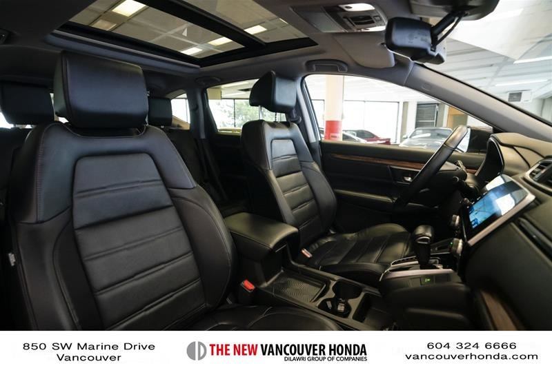 2018 Honda CR-V Touring AWD in Vancouver, British Columbia - 17 - w1024h768px