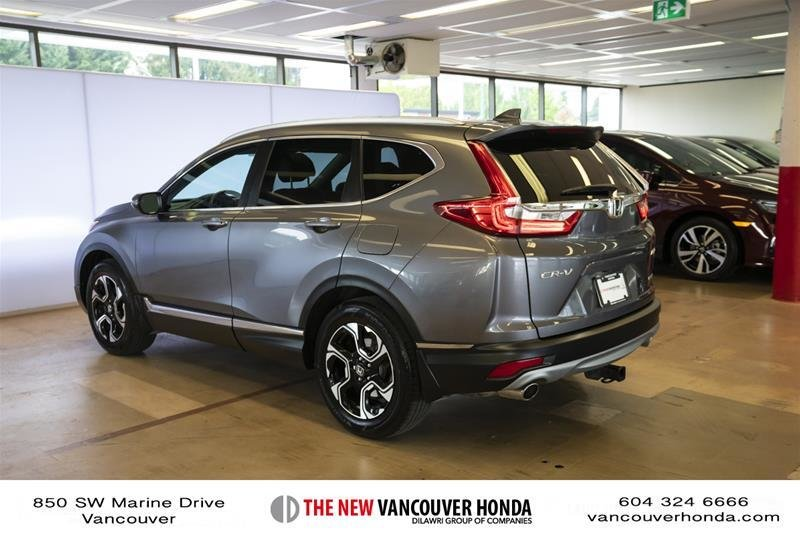 2018 Honda CR-V Touring AWD in Vancouver, British Columbia - 29 - w1024h768px