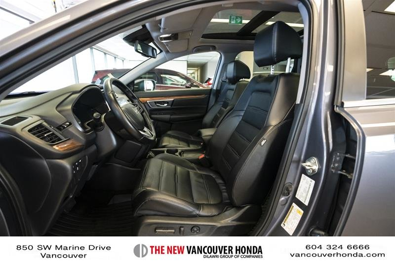 2018 Honda CR-V Touring AWD in Vancouver, British Columbia - 10 - w1024h768px