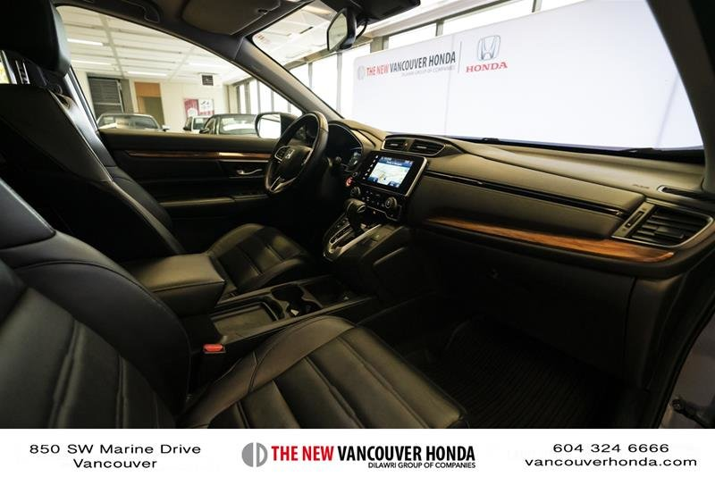 2018 Honda CR-V Touring AWD in Vancouver, British Columbia - 15 - w1024h768px